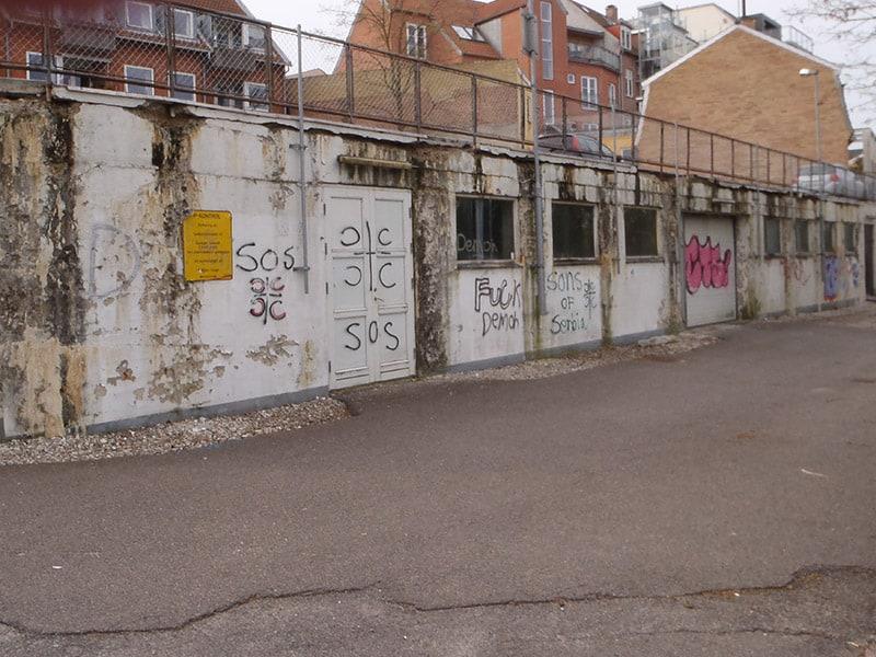 væg med grafitti