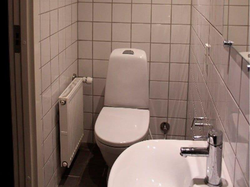 tolilet og håndvask