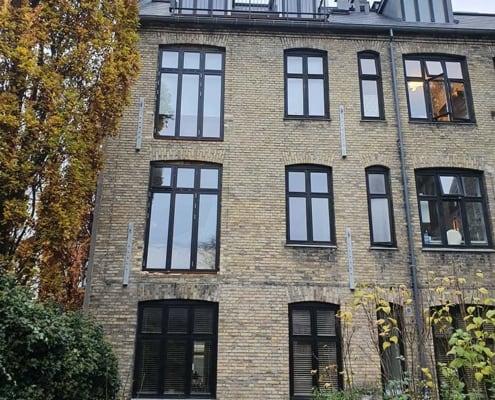 ejendom i gule mursten