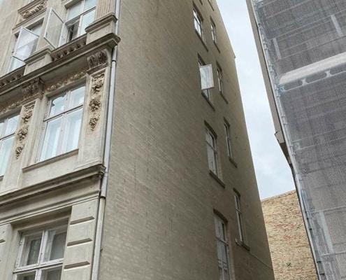 facaderenovering af en etageejendom